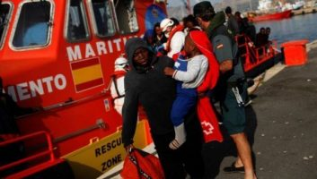 Espagne : Trois personnes arrêtées pour avoir fait passer 87 migrants depuis le Maroc