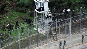 Sebta: l'Espagne supprime les fils barbelés, le Maroc en installe de nouveaux